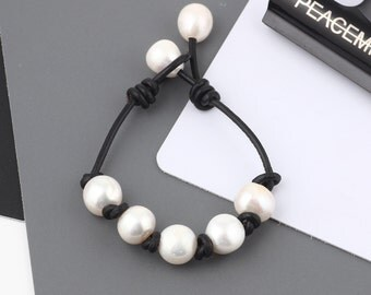 Hand made friendship bracelet - pearl leather woven bracelets