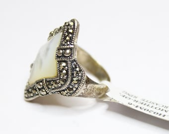 Mother of Pearl and Marcasite Ring Size 6 925 Sterling Silver