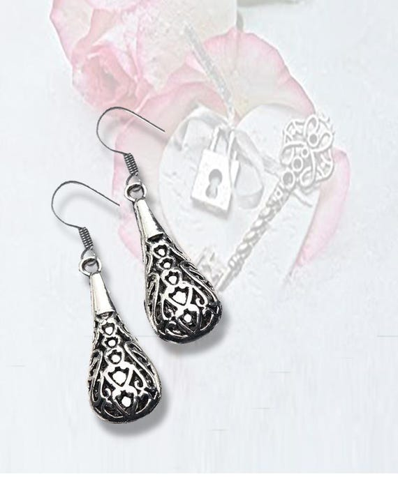 EARRINGS - Open Work design in Silver - A  FAVORITE +FREE SHiPPiNG & Discounts*