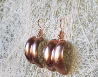 Copper  hand-made rounded earrings