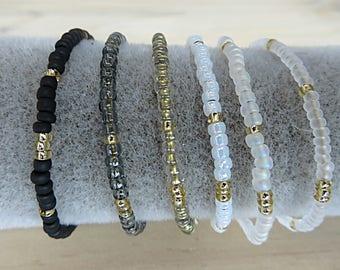 Bracelet minimaliste perles rocaille, déclinaison de couleurs neutres et doré, à porter seul ou ensemble, cadeau qualité, éclatant brillant