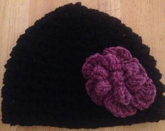 Adult crochet hat w/ flower (black/purple)