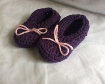 Crocheted booties size 3T