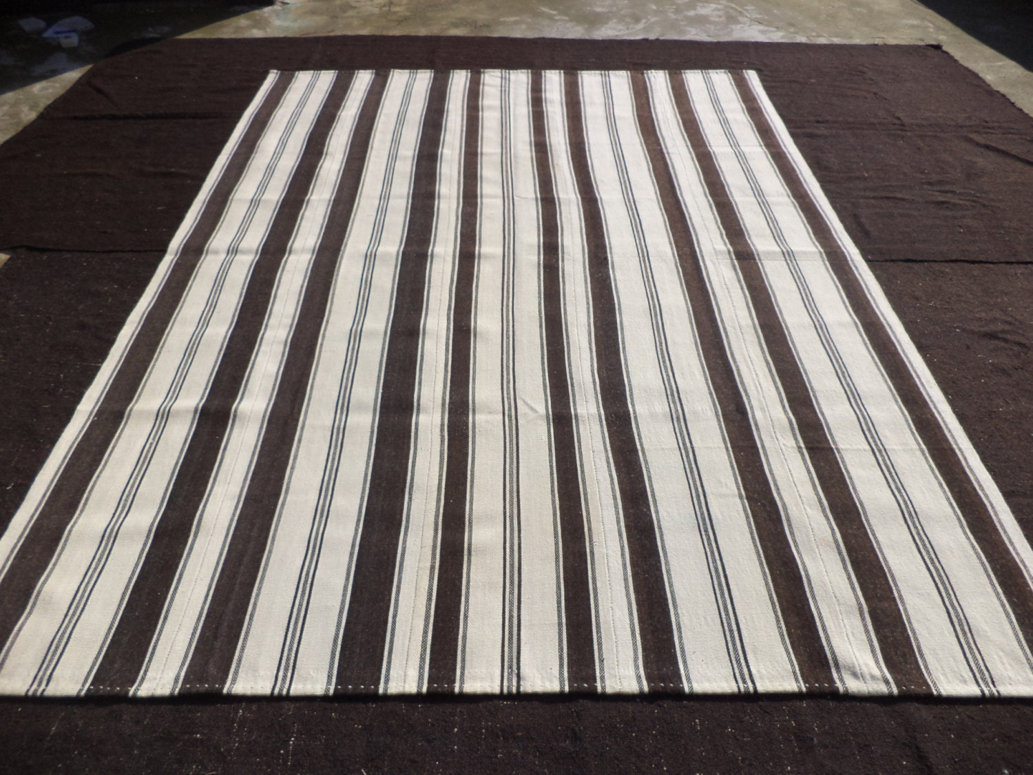 large brown and white rug8x1011 feet 243x332 cm. Black Bedroom Furniture Sets. Home Design Ideas