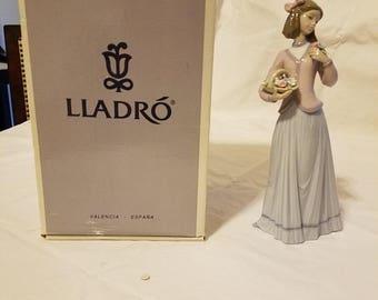 """Lladro """"Innocense in Bloom"""" B07644"""