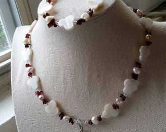 Mother of Pearl shells/ freshwater pearls / red garnet necklace and bracelet set