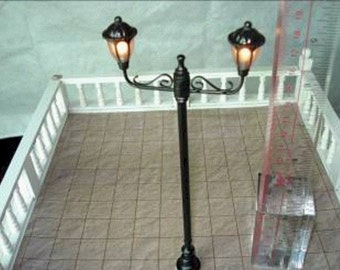 1/12th new dolls house working 2 arm outdoor light