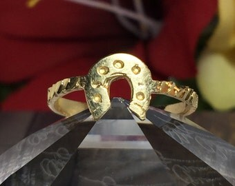 Cute 14k solid gold horseshoe ring