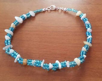 Beaded anklet in blue with seashells and aventurine