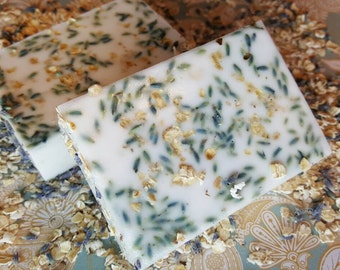 Oatmeal Lavender Goats milk soap bar made with Essential Oil/lavender buds/oatmeal/coconut oil/