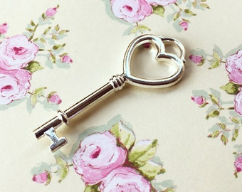 12 Lovely Heart Key, Heart Key Pendant, Jewelry Supplies, 12 pcs