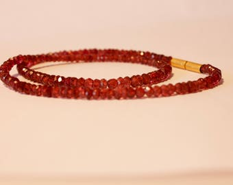 Garnet stone necklace with bayonet