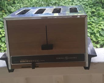 Vintage General Electric 4 Slice Auto Pop-up Toaster Faux Wood Grain Chrome Works