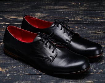 The classic English shoes with leather soles