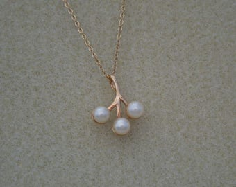 pendant Sarah Coventry signed faux pearl