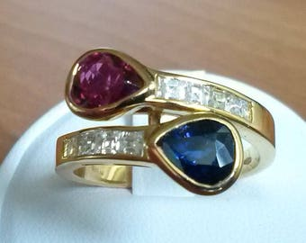 Contrarié 18K gold ring with ruby, blue shappire and diamonds