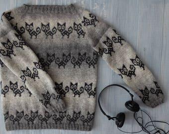 Jacquard handknit sweater Black cat in a dark room