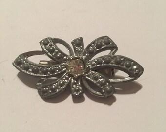 Vintage pot metal brooch figural bow