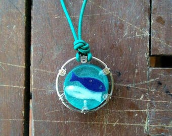 "Necklace ""twins"": resin pendant, framed leather lanyard turquoise and clock."