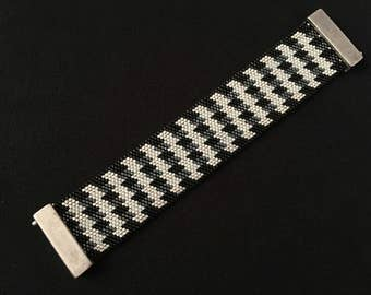 Bracelet beads Miyuki - model Houndstooth black and white