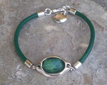 Bracelet leather and green resin