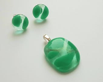 Green fused glass earings and pendent set on solid  stirling silver 925 posts and bale