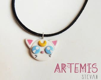 Necklace or earrings, from Artemis or Luna from Sailor Moon. In polymer clay.
