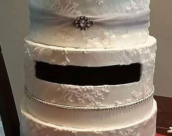 KINGSBORO cotton lace with gray tulle and beautiful broach card box