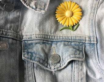 Vintage Flower Pin -- 1960s yellow daisy enamel brooch