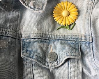 Vintage Flower Pin -- 1960s yellow daisy enamel brooch