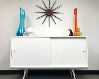 Mid Century Modern Paul McCobb Planner Group White Lacquer Buffet Credenza Cabinet on Low Bench