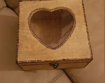 Square Box with Heart shaped window CC00045