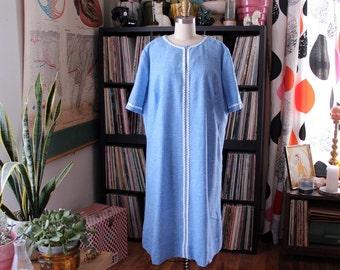 "2x 3x vintage plus size shift dress . light blue chambray look dress with white trim . 49""/50"" bust, 54"" hip"