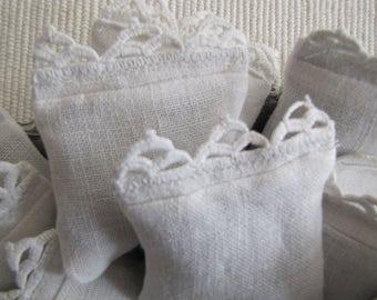 Sachet // Vintage White Linen // Lavender // Vintage Lace Trim