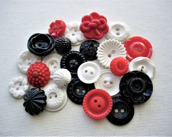 Pretty Lot of Various Vintage Flower Deisgned Plastic Buttons