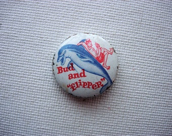 Collectible Vintage 1964 Bud and Flipper Pin Back Button