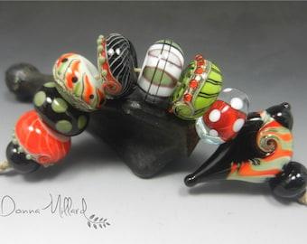 SRA Handmade Lampwork Glass Beads DONNA MILLARD christmas xmas winter bird holiday green red white black bird wren