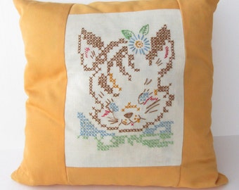 Vintage cross stitch cat pillow cover, cute cat pillow, vintage linens pillow, kitsch home decor, kitten with bow