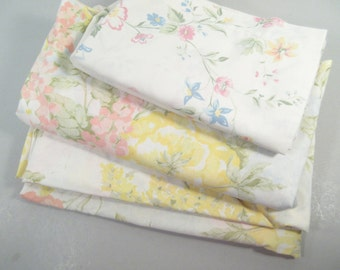 Vintage full sheets, double sheets, remixed, retro print, floral print, pastel colors, wildflowers, mid century