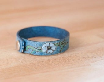 Leather Wrap Bracelet for Women - Skinny cuff with flowers and vines in the Willow pattern - Leather Bracelet