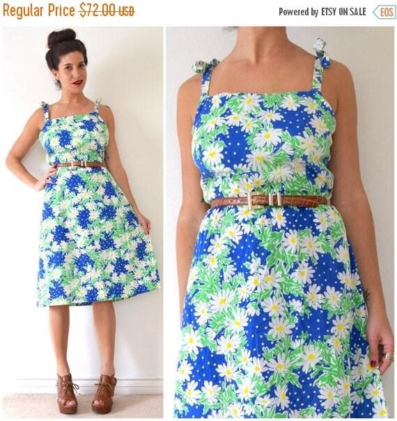 JANUARY SALE / 20% off Vintage 70s Daisy Print Tie Shoulder A Line Sun Dress (size large, xl)