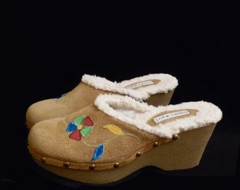 90's TOMMY GIRL suede leather clogs // floral applique // fleece linings // size 9 // vintage boho wedges