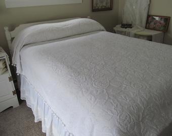 "Vintage Chenille Bedspread Cabbage Rose Fieldcrest Hobnail White - 79"" x 108"" - Shabby Cottage"