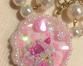 Pearly Cake Cookie House Round Resin Pendant Bow Gold Chain And Pearls Statement Necklace