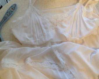 Lovely White Vintage Slip - Ladies Medium