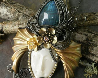 Labradorite and Rhinestone Queen Pendant with Flowers