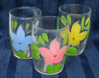 Vintage Juice Glasses w Hand Painted Pastel Flowers/ Set of 3 Glass Tumblers for Retro Kitchen