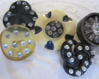 Vintage buttons, lot of 5 assorted mid century modern  large with rhinestones, black and cream (jan20717 )