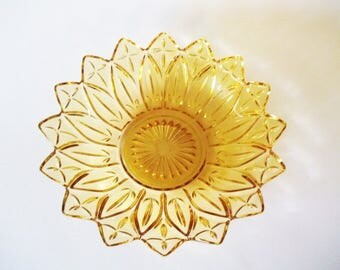Federal Glass Yellow Petal Serving Bowl, Pressed Design, Columbus, Ohio USA, 1950s-1960s