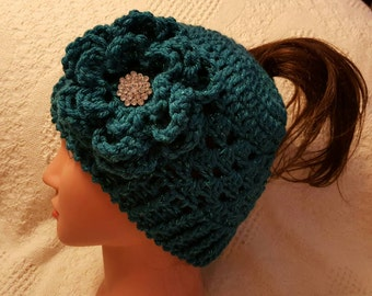 New crocheted messy bun / ponytail hat